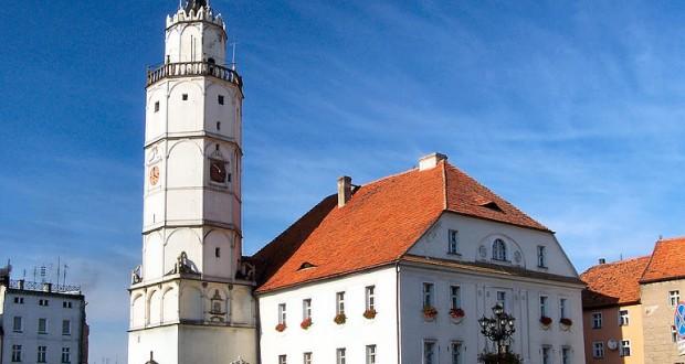 """""""Paczków - Town hall"""" autorstwa Lestat (Jan Mehlich) - Praca własna. Licencja CC BY-SA 2.5 na podstawie Wikimedia Commons."""
