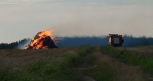 Pożar słomy. Zdjęcie archiwalne, sierpień 2011