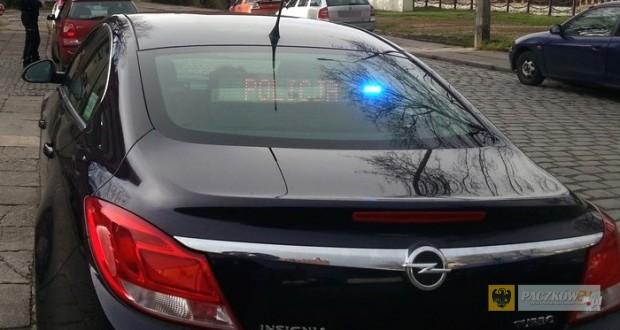 Nieoznakowany opel insignia wydziału ruchu drogowego KPP w Nysie