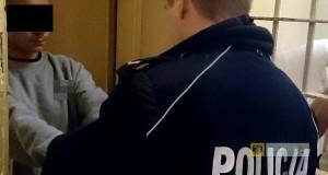 Dwóch nastolatków zostało zatrzymanych za napad na 40-latka