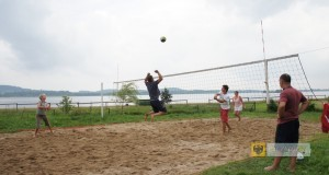 Amatorski turniej siatkówki plażowej o puchar sołtysa wsi Kozielno, 2013 r., foto: GCSiR