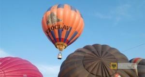 Balony nad paczkowskim stadionem. Aeropiknik 2014. Foto: OKiR