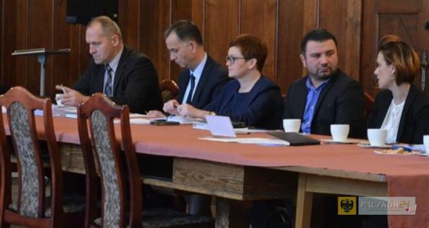 Robert Piegza, były wiceburmistrz Paczkowa (pierwszy od lewej). Foto: UM Paczków