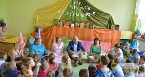 """Pierwsza odsłona akcji """"Paczków czyta dzieciom"""" w Zespole Szkolno-Przedszkolnym w Trzeboszowicach"""