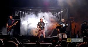 Festyn Pogranicza 2011, na scenie Paweł Kukiz i zespół Piersi. Foto: Archiwum UM Paczków