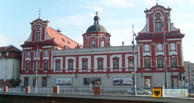 Zakład Narodowy im. Ossolińskich we Wrocławiu, by Aniax - Own work, Public Domain, Link