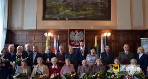 10 par z prezydenckim Medalem za Długoletnie Pożycie Małżeńskie. Foto: UM Paczków