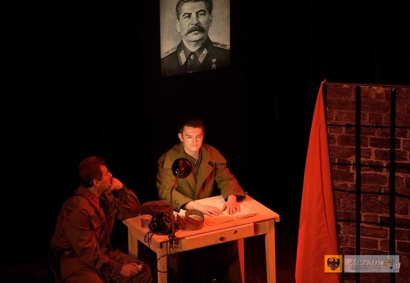 """""""KATYŃ - ... w tył głowy"""". Foto: materiały promocyjne, Polski Teatr Historii, www.polskiteatrhistorii.pl"""